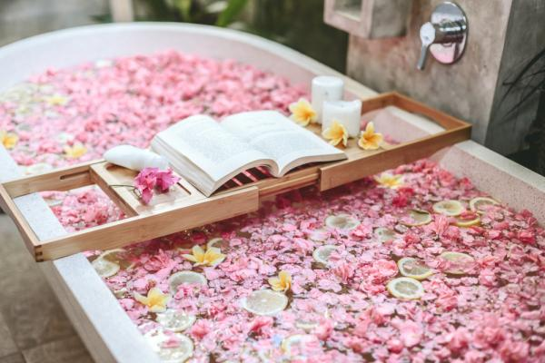 How To Recreate A Spa Day At Home - Cover Image