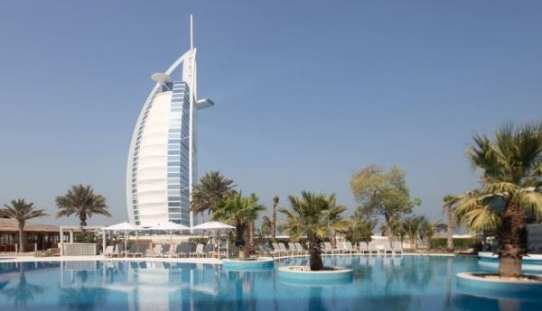 Jumeirah Beach Hotel Invites Guests to Create 20 More Years of Memories - Cover Image