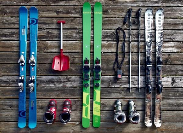 Ultimate Ski Equipment Guide 2020 - Cover Image