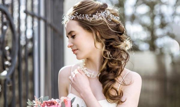 Top 5 Trending Wedding Hairstyles According to Matrix Artistic Director Robert Santana - Cover Image